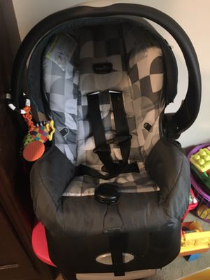 Evenflo carseat for Sale in Kingsport, TN