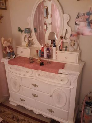 7 piece bedroom set for Sale in Wyomissing, PA