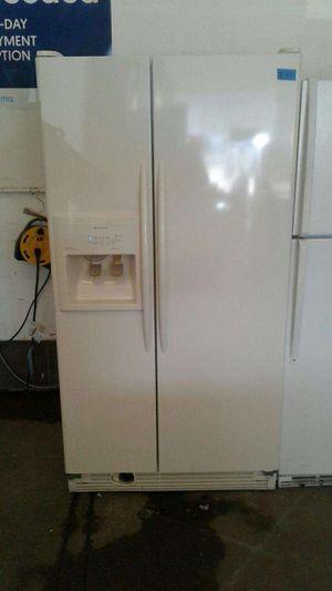 KITCHEN AID REFRIGERATOR 36W, 69H for Sale in Modesto, CA