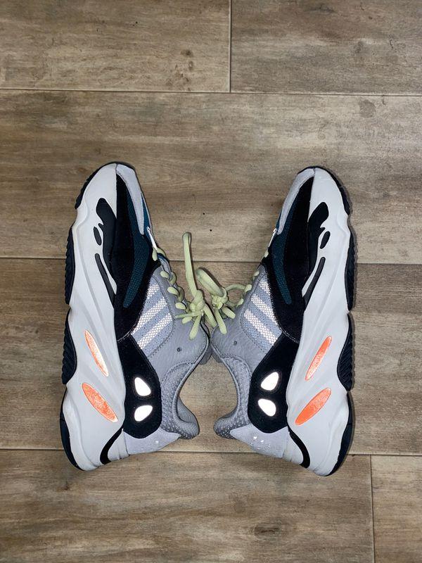Yeezy 700 Wave Runner (Size 8.5)