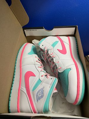 Jordan 1 mid white pink solar SZ 5.5 for Sale in Hoffman Estates, IL