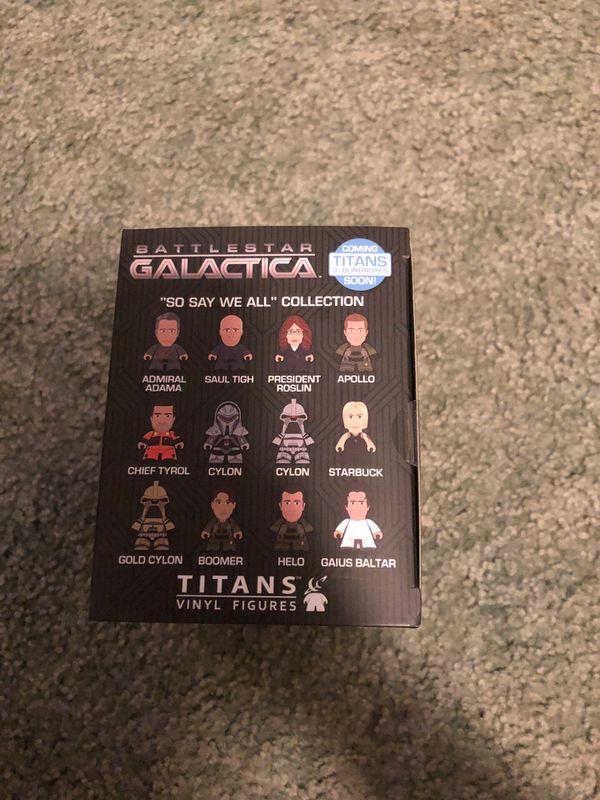 Battlestar Galactica exclusive CYLON raider 4.5 scar titan loot crate exclusive titan vinyl figures