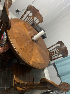 Dining table and hutch for Sale in Shelbyville, TN