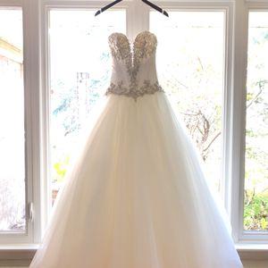 New Wedding Dress for Sale in Park Ridge, IL