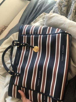 Tommy hilfiger bag REAL for Sale in Baltimore, MD