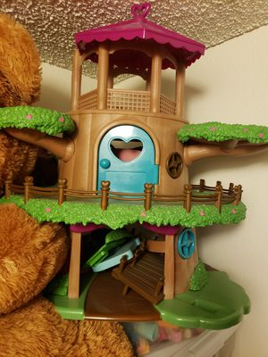 Li'l Woodzeez Toy Treehouse with Elevator 22pc - Treehouse Playset , it includes a 2 family of animals and food truck for Sale in Orange, CA