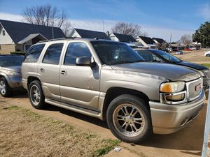 2003 Yukon Denali 2500 or best offer ! Runs great just has a oil leak off the cover gaskets for Sale in Oklahoma City, OK