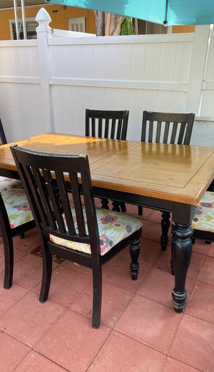 Dining table for Sale in Carson, CA