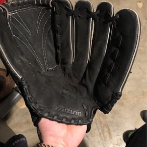 Baseball glove for Sale in Tualatin, OR