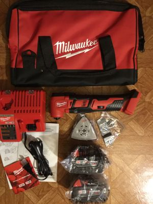 Milwaukee. M18 Lithium-Ion Cordless Oscillating Multi-Tool Kit. 2626-22. for Sale in Queens, NY