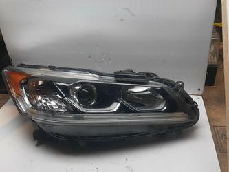 2016-2017 Honda Accord RH Right Passenger Halogen W/LED Headlight OEM. for Sale in Albemarle,  NC