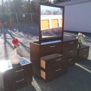 BEAUTIFULL SET LONG DRESSER WITH BIG MIRROR GLASS ON TOP, AND TWO BIG NIGHSTAN GREAT CONDITION for Sale in Fairfax, VA