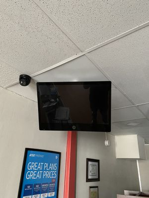 2 on screen security cameras for Sale in Spartanburg, SC
