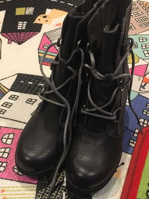 Waterproof sorel boots for Sale in Chicago, IL