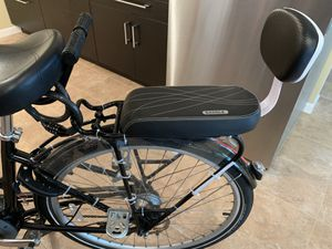 Samyoung bike rear seat with armrest and footrest for Sale in Burlington, MA