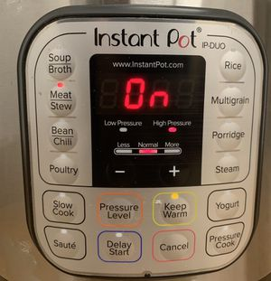 Instant Pot 7-in-1 Electric Pressure Cooker, IP-DUO80 V2 8Quart 120V 1200W. USED for Sale in Houston, TX