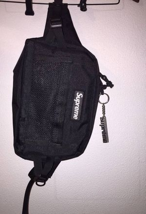 Real authentic Supreme fanny pack. for Sale in Detroit, MI