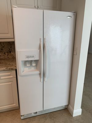 White kitchen appliance package- refrigerator, oven, microwave & dishwasher for Sale in Miami, FL