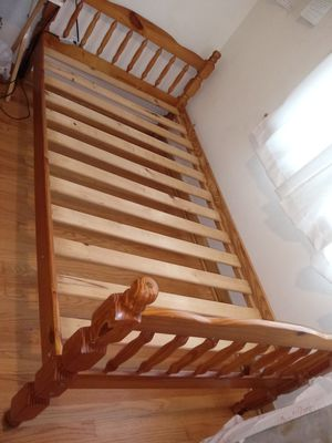 Twin bed frame for Sale in Chicago, IL