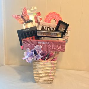 Mother's Day Gift Makeup Set for Sale in Long Branch, NJ