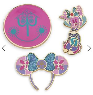 Disney Minnie Mouse: The Main Attraction It's A Small World Pin set for Sale in Fullerton, CA