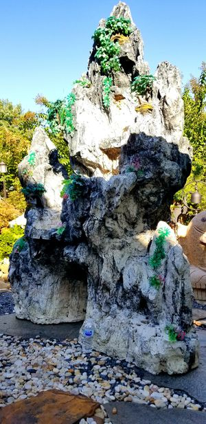 Huge fiberglass stone fountain for Sale in Lawrenceville, GA