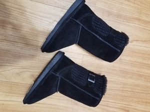 Bearpaw winter boots for girl for Sale in Arlington Heights, IL