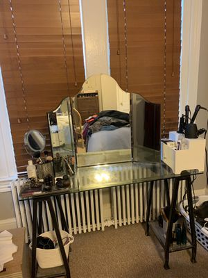 Vanity Desk Plus Mirror for Sale in Washington, DC