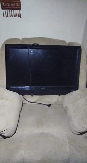 """45"""" Vizio flat screen TV for Sale in Ashtabula, OH"""