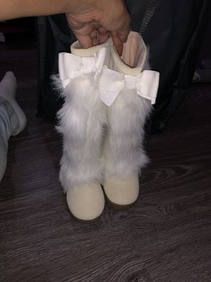 Gap little girls size 11 furry cream boots NEW for Sale in Channahon, IL