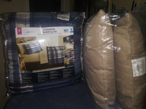 FULL SIZE COMFORTER SET W/2 PILLOWS TO MATCH for Sale in Jacksonville, FL
