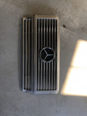 2002 -2008 Mercedes Benz G500 Gwagon Grille OEM for Sale in Addison, IL