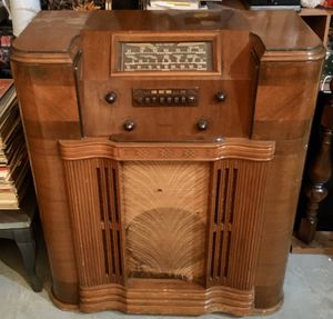 """Firestone Air Chief Model S-7399-2 Wood Console 4-Knob Radio w/ multi-bands, push-buttons & sliderule on glass dial, AC 117 60 cycle - 33 1/2"""" x 15 1 for Sale in Fresno, CA"""