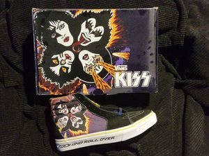 Kiss vans shoes new in box for Sale in Hollister, CA