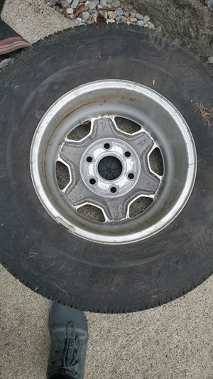 2004 GMC sierra truck wheels for Sale in Lakewood, WA