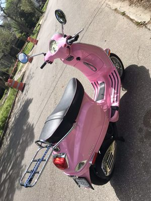 Vespa Pink LX 150 for Sale in Houston, TX