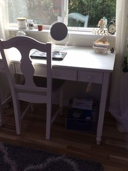 White Desk And Chair for Sale in Gig Harbor,  WA