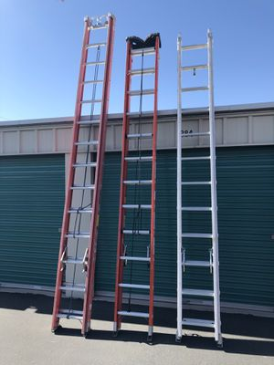 24' Louisville Fiberglass Extension Ladder for Sale in Las Vegas, NV
