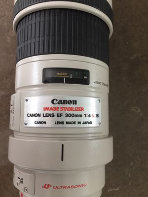 Canon 300mm F4.0 IS Lens - Pristine for Sale in Colleyville, TX