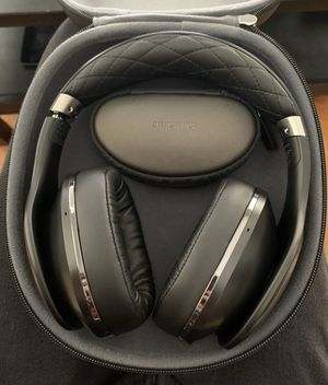 Samsung level on over ear headphones for Sale in Minneapolis, MN
