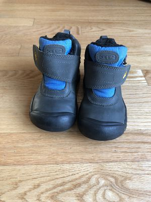 Keen kids snow boots size 10 for Sale in Seattle, WA
