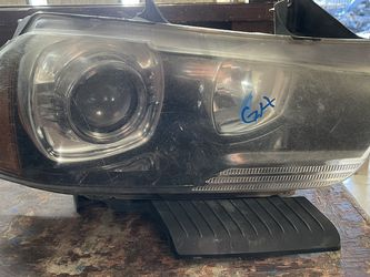 2011-2014 DODGE CHARGER RIGHT HEADLIGHT HID for Sale in Dallas,  TX