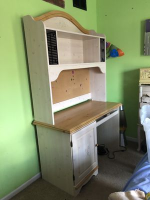 Desk and matching hutch for Sale in Wayne, IL