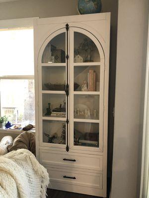 Magnolia curio cabinet for Sale in Redmond, WA