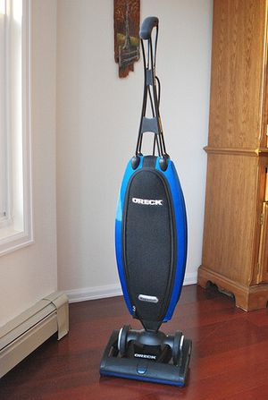 Oreck Magnesium Lightweight Vacuum Cleaner for Sale in Tacoma, WA