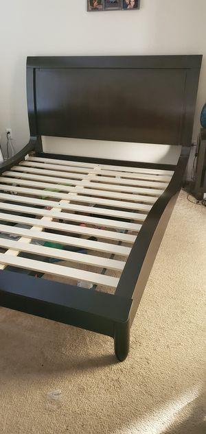 Queen bed w/ mattress and comforter set for Sale in Harker Heights, TX