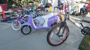 Bicycles and electric scooter for Sale in Tulare, CA