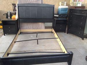 Queen bedroom set for Sale in Albuquerque, NM