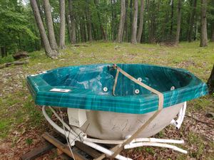 Hot Tub & Spa! Good condition! Ready for pickup! for Sale in Waterford, VA