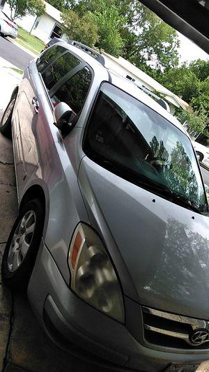 2007 HYUNDAI silver minivan for Sale in Fort Worth, TX